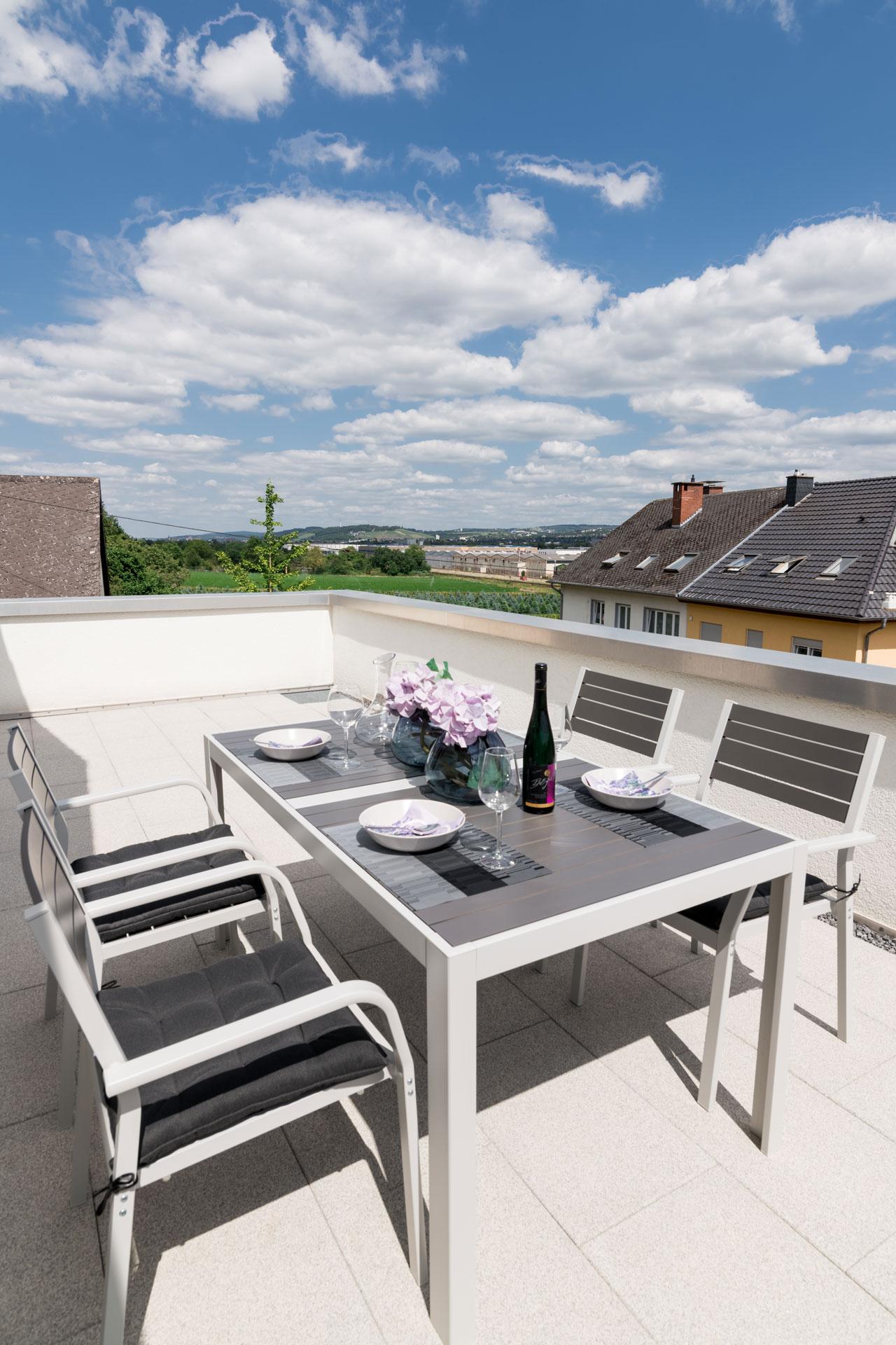 PlusFewo-Penthouse-Trier-Ferienwohnung-Terrasse